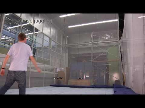 Uçan robotların tenis maçı!