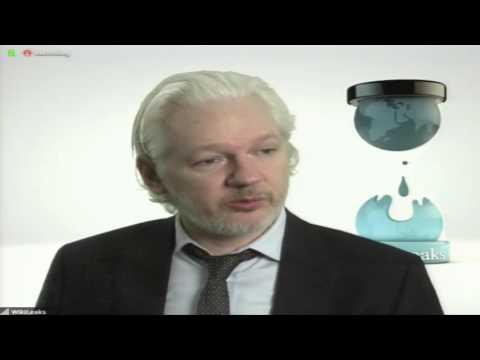 """[VIDEO] Julian Assange en Chile: """"Google y Facebook reciben más datos que inteligencia de Estados Unidos"""""""