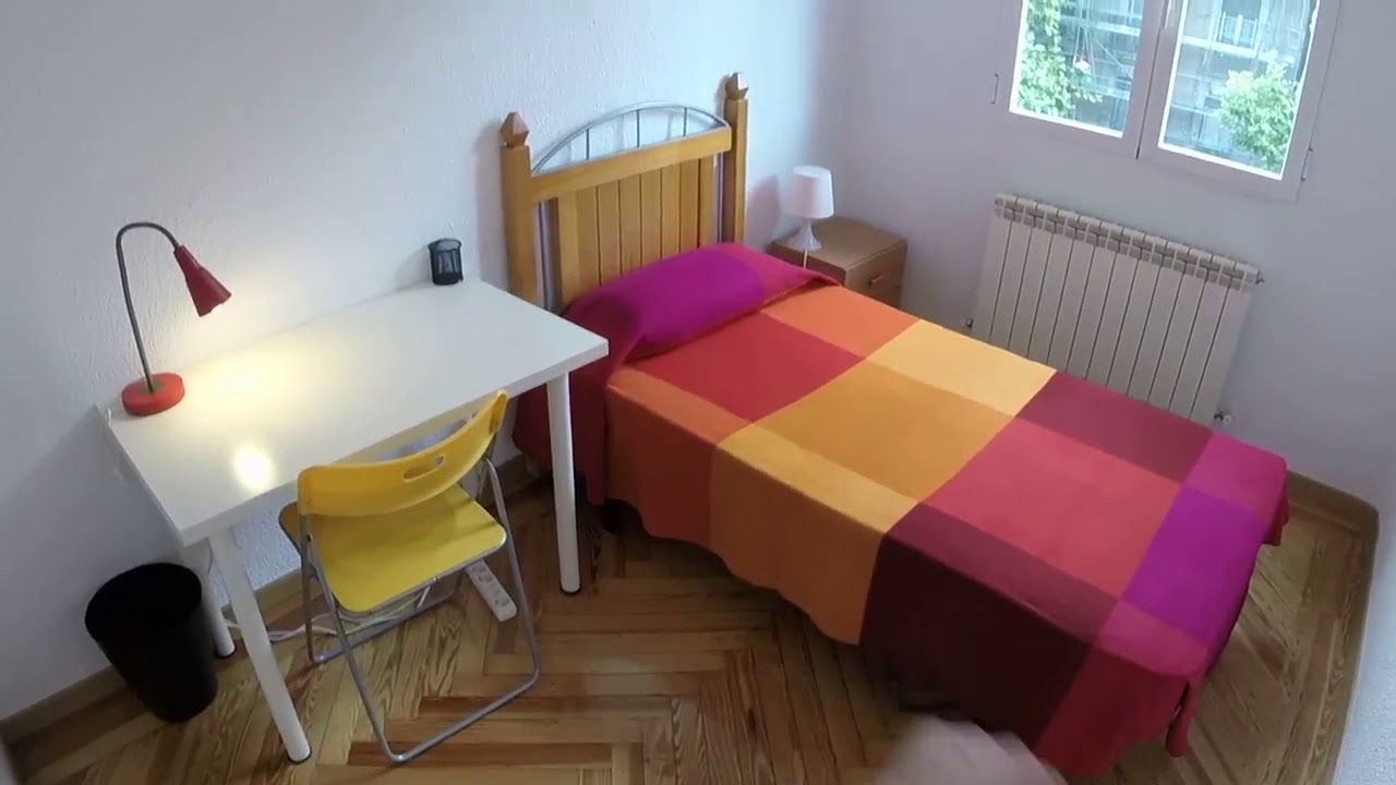 Decorated room with desk in shared apartment, Chamberí