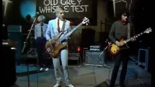 Бас-гитарист  Супер модной  группы 80-х - Мертв.