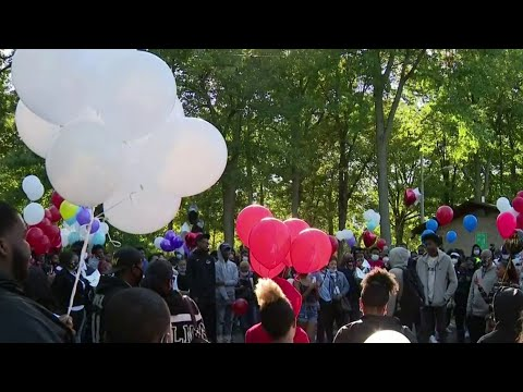 Vigil held to honor and remember Oak Park students killed in collision