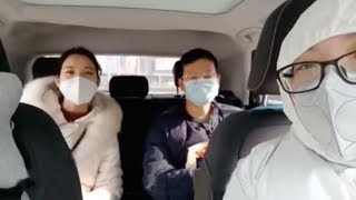 Wuhan woman volunteers to drive medical staff to work on the front lines
