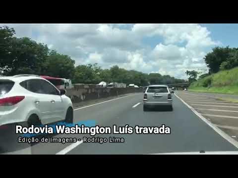 Congestionamento se estende por aproximadamente quatro quilômetros