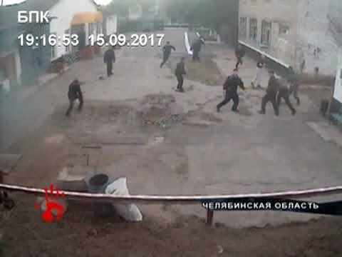 Зеки напали на конвоира, пытавшегося помешать им получить нелегальные передачи с воли.