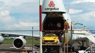 Descargan un Ferrari 812 Superfast de un Cargolux en México