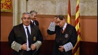 La secretaria del Fiscal Jefe de Catalunya, Sr. Bañeres, recibe a Santiago Royuela ante su escrito.