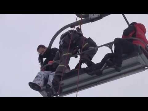 Ukázka záchrany osob z lanovky na Monínci