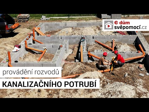 Rozvody kanalizačního potrubí v základové desce