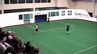 Смотреть онлайн Вратарь забил сам себе гол