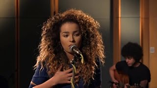 Ella Eyre   Love Me Like You (BRITs 2013)