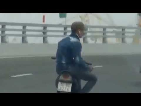 Thanh niên buông cả 2 tay rồi 'làm xiếc' trên xe máy ở Hải Phòng