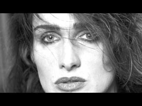 Just a Walk Outside - Chanson écrite, composée et interprétée par Caroline Rabaliatti - Montage avec Caroline Rabaliatti
