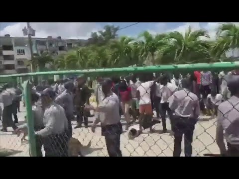 Congolese students clash with police in Cuba