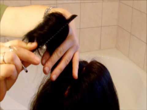 Der Haarausfall auf die Hand