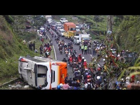 Video On The Spot Terbaru 2015 7 Mitos Jalan Paling Angker di Indonesia On The Spot 2015