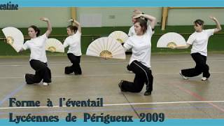 004 Forme à l'éventail par des lycéennes de Périgueux, Classe de Jean-Jacques Sagot. (2009)
