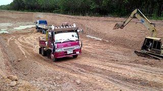 หกล้อปีนบ่อชันๆ ทางลื่นๆ จะขึ้นได้ไหมไปดูกันครับdump truck