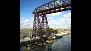 preview picture of video 'LA BOCA - CAMINANDO POR EL PUENTE AVELLANEDA EN EL BARRIO LA BOCA BUENOS AIRES'