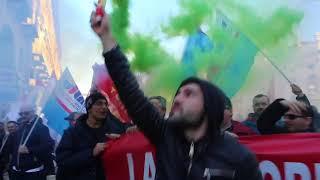 Embraco, corteo dei lavoratori a Torino per dire no ai licenziamenti