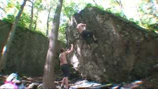 preview picture of video 'Niagara Glen Bouldering Fall 2013 - Right Arête (V3)'