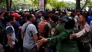 Video Kericuhan Pendukung dan Anti Jokowi Bentrok di DPRD Sumut, Tak Sengaja Bertemu saat Demo
