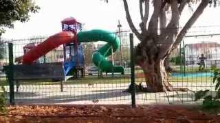 preview picture of video 'מתקן השעשועים בפארק הידידות בראש העין'