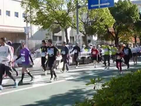 2012年11月25日 神戸マラソン13時過ぎの35Km地点湊小学校
