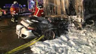 preview picture of video '13.01.2011 - BAB 5 bei Malsch - Tödlicher Unfall: Sportwagenfahrer wird unter Lkw eingeklemmt'