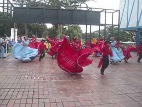 Pajarillo y Alma Llanera en Danzas Nacionalistas del Encuentro Nacional de Artesanos