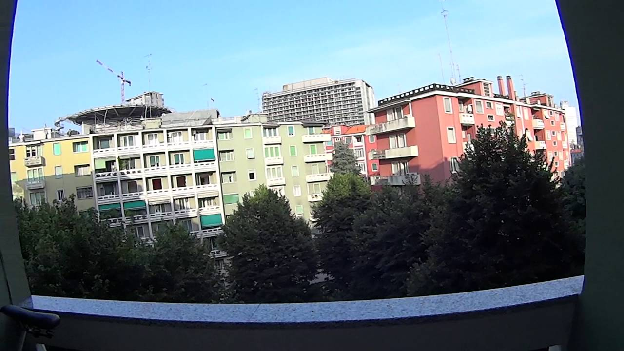 Room for rent in 2-bedroom apartment with balcony and AC in Garibaldi