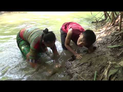 Survival skills: Skills catching crab from deep hole - Cooking crab for eating delicious