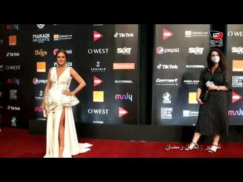 أمينة خليل بفستان جرئ في مهرجان الجونة السينمائي
