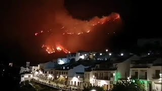 video: Gran Canaria wildfire forces evacuation of 1,000 and spreads towards popular holiday area