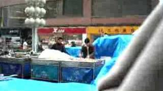 preview picture of video 'Dalian outdoor market rain'