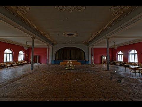 Der Ballsaal zum goldenen Kronleuchter