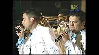 LA ARROLLADORA BANDA EL LIMON - SI TU AMOR NO VUELVE Y HUELE A PELIGRO (EN VIVO 2006)