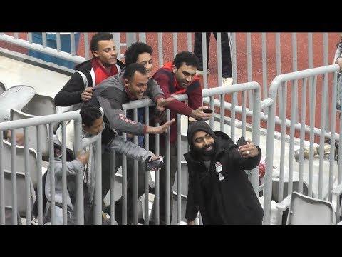 شقيق حسين الشحات يخطف الأنظار بمدرجات برج العرب عقب فوز الأهلي على فيتا كلوب