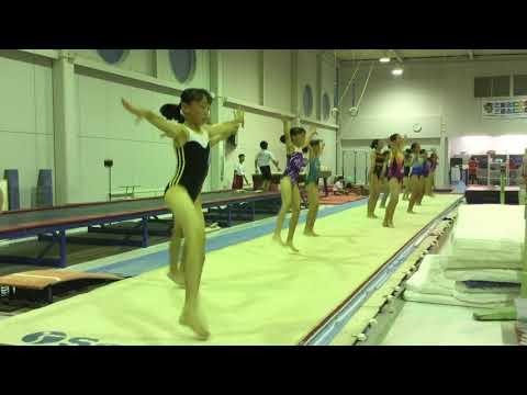 【JC女子体操盗撮動画】ピチピチレオタードを着た女子たちのウォーミングアップ中を体操クラブで隠しカメラ撮りww |