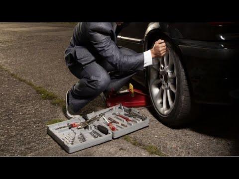 ¿Que herramientas y accesorios debo de llevar en el coche?