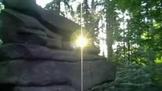preview picture of video 'Der Kuckuckstein in Königshain - Sommersonnenwende 2008'
