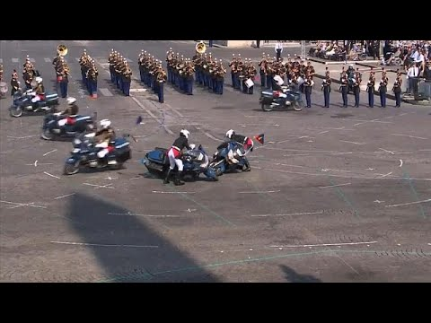 العرب اليوم - حادث تصادم محرج في احتفال بحضور ماكرون