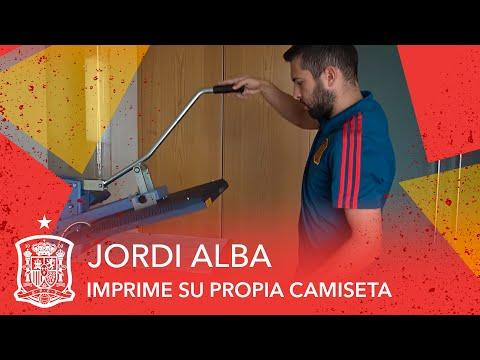 Jordi Alba imprime su propia camiseta para el España - Rusia del Mundial
