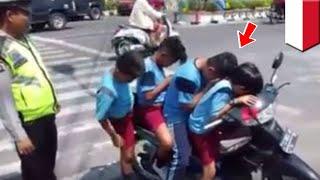 Cabe-cabean Kalah! Bocah SD Bonceng 4 Tanpa Helm, Ditilang Polisi - TomoNews