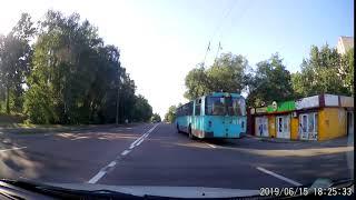 Троллейбус атакует