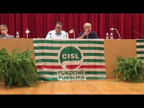 Il segretario regionale Cisl, Alessio Ferraris, all'incontro con i delegati della Cisl Fp Piemonte