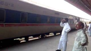 preview picture of video 'Millat Express departure from Faisalabad'