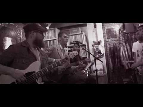 Machine Gun Kelly – Kiss The Sky (Acoustic)