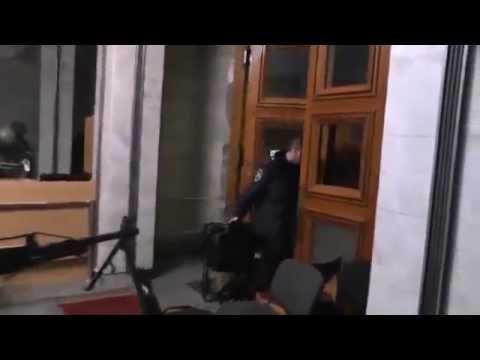 , title : 'Операция 'Вежливые Люди' - кадры  первых захватов в Крыму российским спецназом'