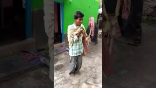 Funny guy in India singing and dancing too funny