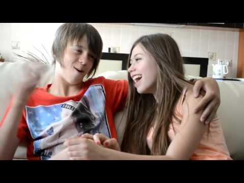 Что делают Даня и Кристи дома пока нет родителей!